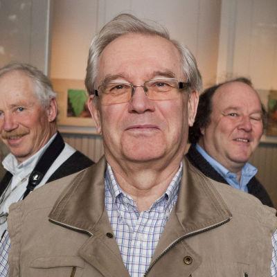 Naturväktarna Jörgen Palmgren och Anders Albrecht tillsammans med Björn Federley