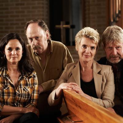 Karin (Pernilla August), Sven-Erik (Claes Ljungmark), Maj (Stina Ekblad) ja Erland (Rolf Lassgård)
