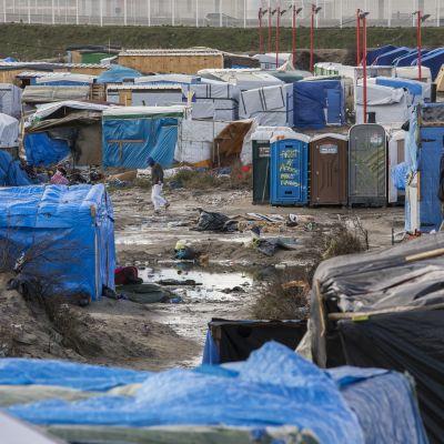"""Vy över tältlägret """"Djungeln"""" i Calais den 15 februari."""