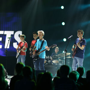 """Gruppen The Puffets uppträder med sin låt """"Se mig"""" under finaldagens av MGP 2016"""