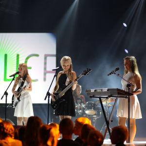 """Gruppen Unicovers uppträder med sin låt """"Niin kuin aurinko"""" under finaldagens av MGP 2016"""