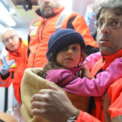 Sexåriga Ludovica mådde bra när hon räddades och bad genast om kex.