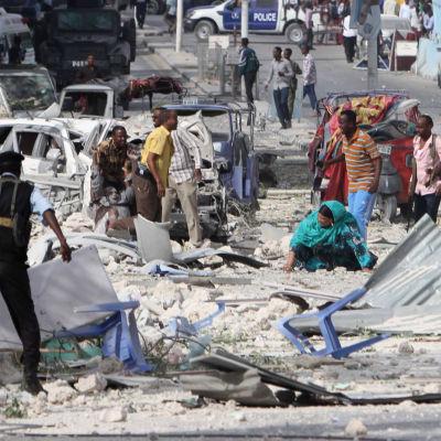 bilden visar förödelsen efter bombattacken i mogadishu