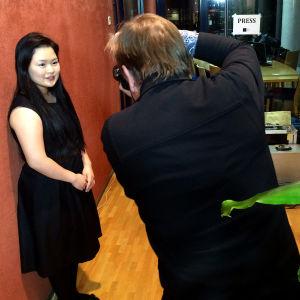 Ohjaaja Harri Anttila otti kuvia Minami Yoshidasta.