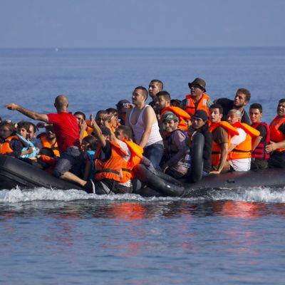 Syriska flyktingar anländer till den grekiska ön Lesbos den 30 juli 2015.