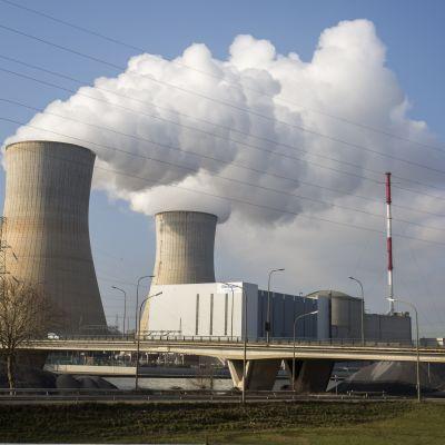 Ydinvoimala Belgian Tihangessa.