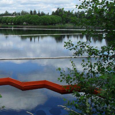Öljyntorjuntaa Lieksanjoella