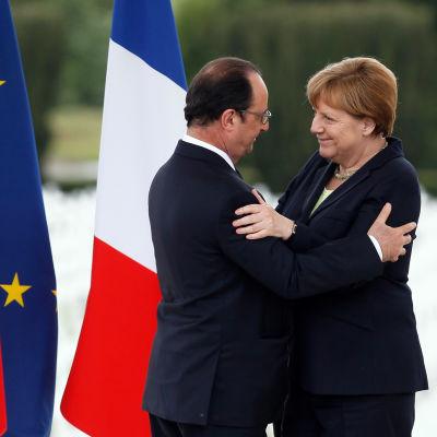 President François Hollande och förbundskansler Angela Merkel vid Verdun.