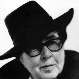 Vivica Bandler i hatt, 1997
