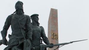 """Monumentet över """"Leningrads hjältemodiga försvarare"""" hyllar landets krigshistoria."""