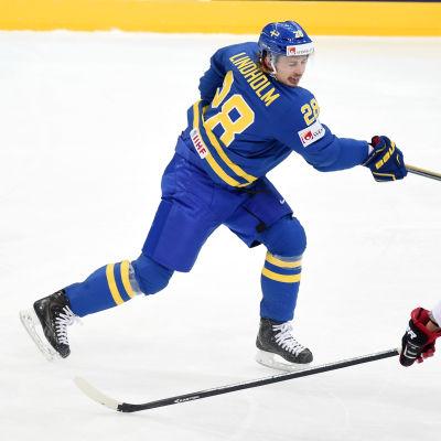Svensken Elias Lindholm i en match mot Tjeckien.