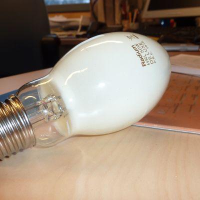 EU direktiv förbjuder försäljningen av kvicksilverlampor år 2015.