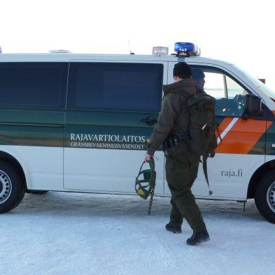Gränsbevakare vid Vallgrunds sjöbevakningsstation i Korsholm.