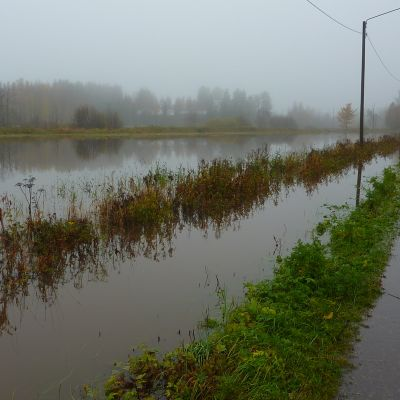 Toby å svämmade över och vägar fylldes av vatten