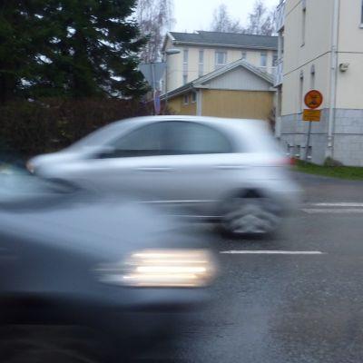 Bilar i trafik.
