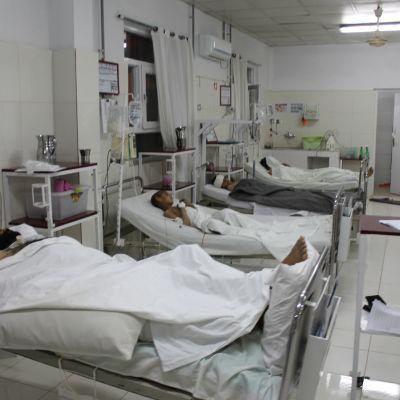 Autopommi-iskun uhreja sairaalassa Helmandin maakunnassa