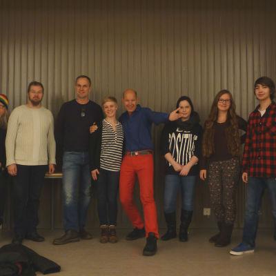 Vi arrangerar musiksatsningen SOUNDS! I mitten konferencier Kaj Kunnas.