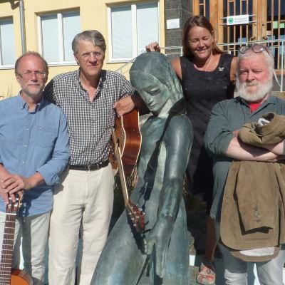 Mbi Raseborg satsar inom musiken. Thomas Dahlström, Jonathan Lutz, Maarit Hujanen och Tom Cadogan.