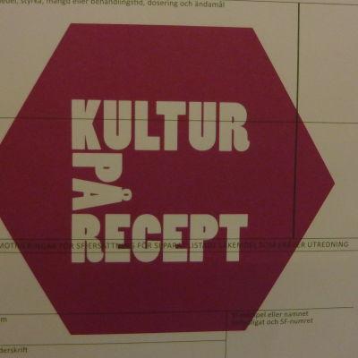 Ett läkarrecept som har en röd stämpel med texten kultur på recept på sig.