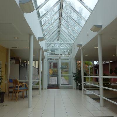 Skolkorridor i Kyrkfjärdens skola, nya delen.