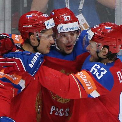 Vadim Sjipatjov, Artemi Panarin och Jevgeni Dadonov har varit strålande i hemma-VM.