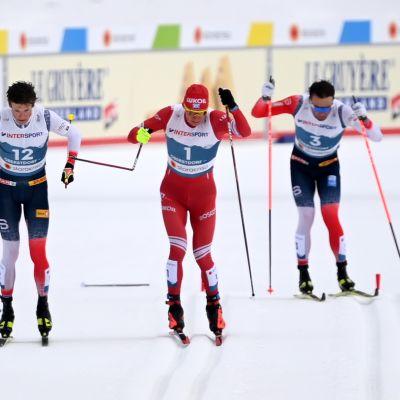 Aleksandr Bolshunovin sauva katkeaa loppusuoralla 50 kilometrillä.