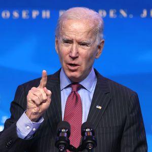 Yhdysvaltain tuleva presidentti Joe Biden puhumassa tiedotustilaisuudessa.