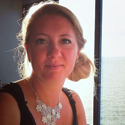 Bild på Yle medarbetare Elvira Törnqvist-Raikaa