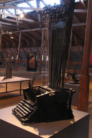 Verket Elias orgel av Pasi Petomaa på smidesutställningen Mitt Kalevala i Fiskars bruk.