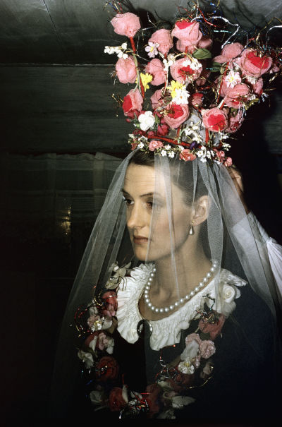 Maja bröllopsklädd
