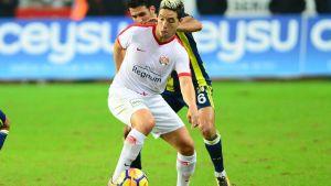 Samir Nasri kämpar om bollen