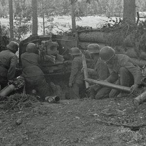 Panssaritorjuntatykki asemassa Vuosalmen sillanpääasemassa. 26.7.1944