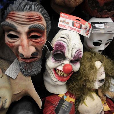 Skrämmande maskar i en butikshylla.