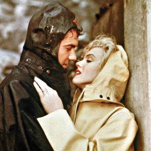 Patrick (Richard Allan) ja Rose Loomis (Marilyn Monroe) elokuvassa Niagara.