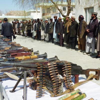 En del medlemmar av Hezb-i-Islami har redan lagt ner sina vapen, som här i provinsen Baghglan år 2010