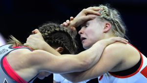 Danielle Lappage och Petra Olli i VM-final.