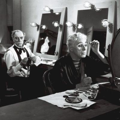 Buster Keaton ja Charles Chaplin elokuvassa Parrasvalot