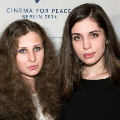 Pussy Riot-medlemmarna Maria Aljochina och Nadezjda Tolokonnikova.