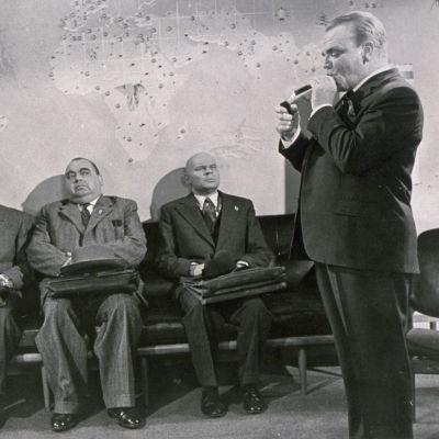 James Cagney Billy Wilderin elokuvassa Yks' kaks' kolme (1961).