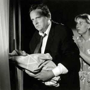 Sakari Kuosmanen ja Kati Outinen elokuvassa Juha (1999).
