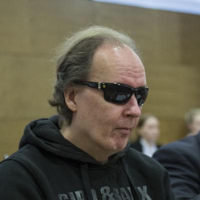 Michael Penttilä syytettynä oikeudessa.