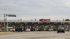 Få bilar vid gränsövergången vid Calexiko mellan USA-Mexiko