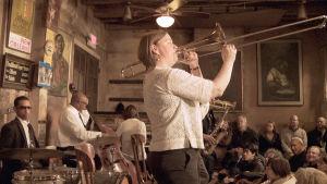 Katja Toivola on ensimmäinen naispuhaltaja kuuluisassa Preservation Hallissa.