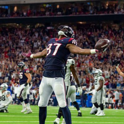 Darren Fells firar touchdown.