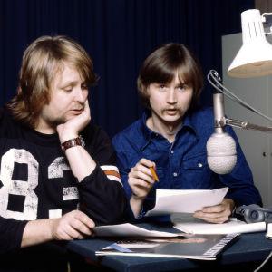 Heikki Harma ja Jake Nyman radiostudiossa 1977.