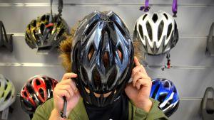 mysfabo testar cykelhjälm
