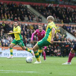 Teemu Pukki ger Norwich ledningen med 3–0.