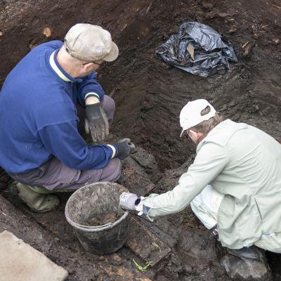 Kaivaukset muinaisjärvellä Humppilassa antoivat runsaan saaliin arkeologeille