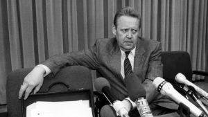 Günter Schabowski vid den historiska presskonferensen den 9 november 1989