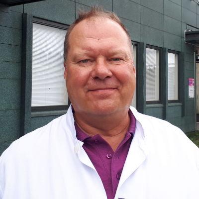Lapin keskussairaalan infektioylilääkäri Markku Broas